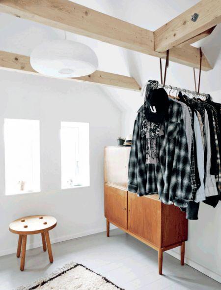 Clever Clothes Rail; Galleri: Bolig - Fra gammelt landhus til moderne og minimalistisk hjem | Femina