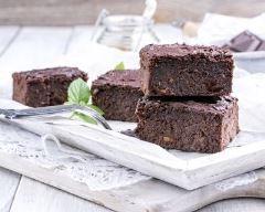 Vegan brownies à l'avocat : http://www.cuisineaz.com/recettes/vegan-brownies-a-l-avocat-84063.aspx