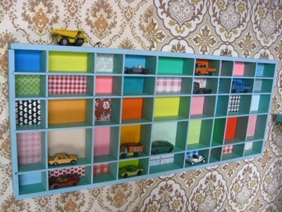 printer's tray with toy cars / letterbak met autootjes