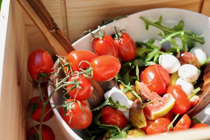 Salát s čerstvými fíky a limetovo-javorovou zálivkou