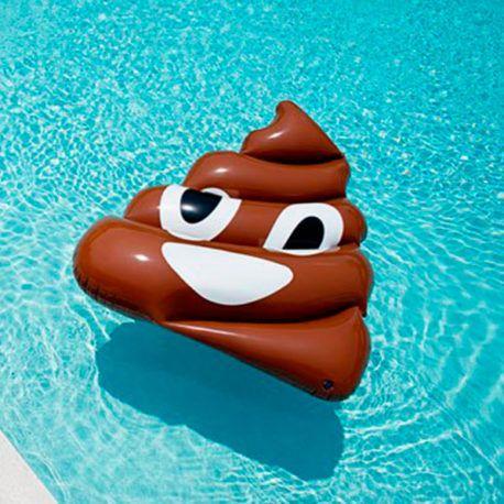 Colchoneta gigante de emoticono flotante de caca
