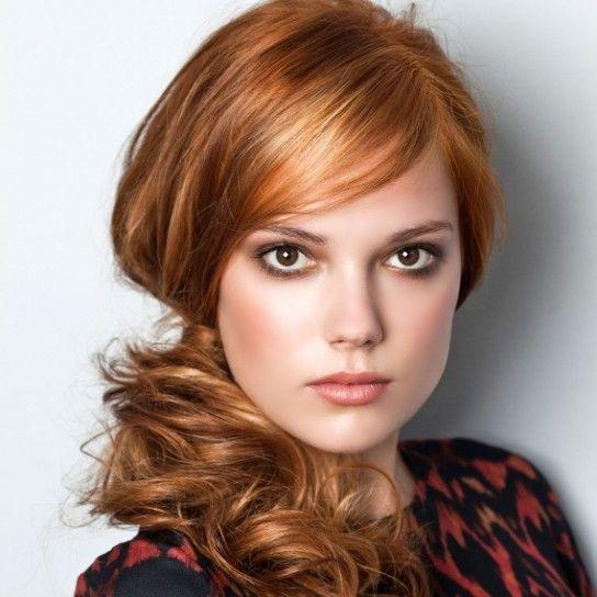 Coda laterale mossa su capelli rossi