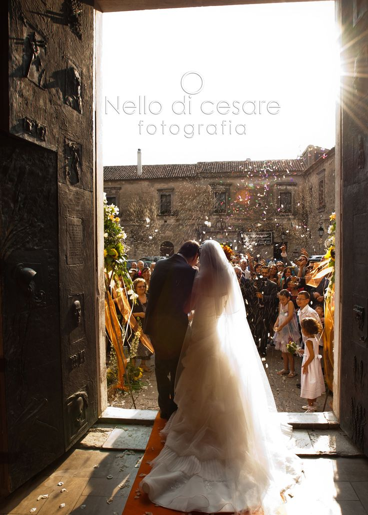 Hurray for the #bride and #groom!  #nellodicesarepotographer #wedding #photographer #naples #caserta