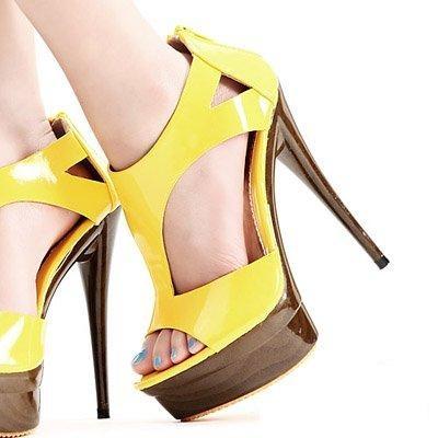 Sandalias. Impecables, divinas, perfecta combinación de madera, goma y amarillo desumbrante...Ver: http://solosandalias.blogspot.com/2013/06/impecables-divinas.html