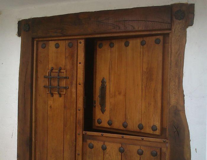 Forja noble herrajes de forja para puertas rusticas y for Puertas antiguas para decoracion