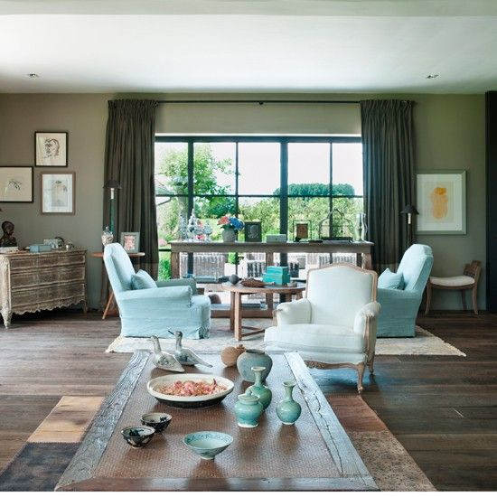 Grey and aqua living room.  Would be great to have the walls a little lighter to give a more airy feeling.