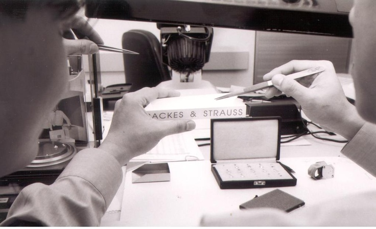 Color grading at Backes & Strauss - The perfect diamonds are graded manually - Discover more on www.backesandstrauss.com