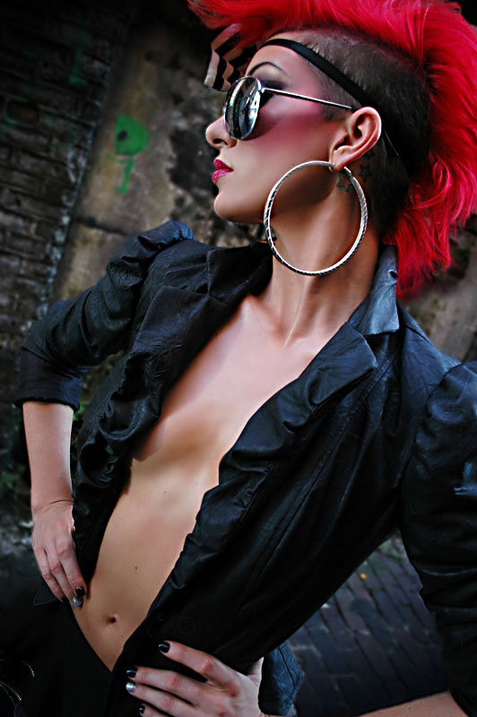 Sexy women with mohawks — photo 15