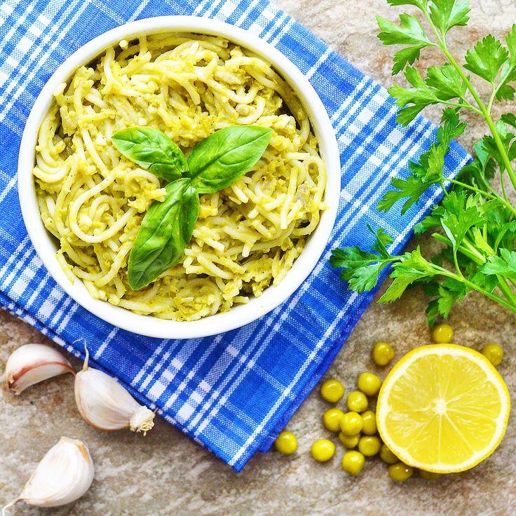 Spaghetti med ärtpesto! Vi älskar verkligen pasta och pesto. 😋 Gör ni också det? Receptet hittar du i meny 32. 😊