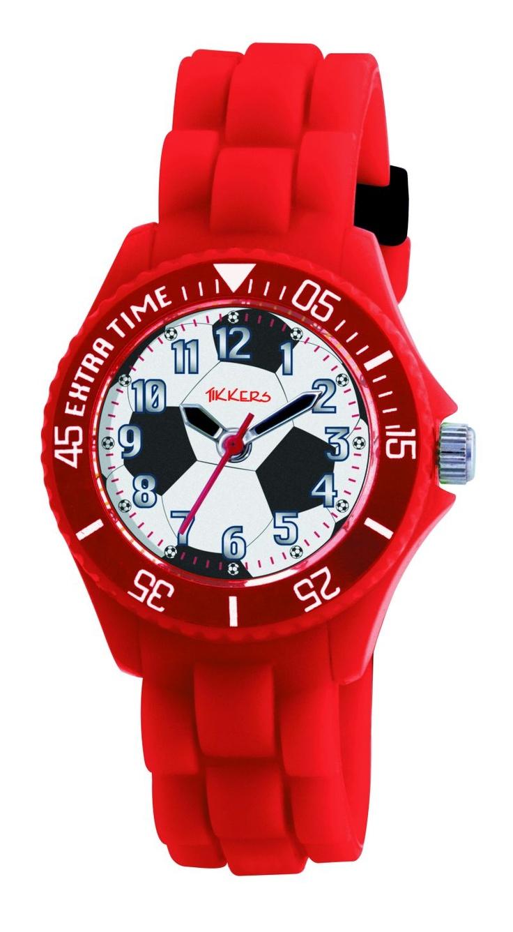 Een cool kinderhorloge in rood met een afbeelding van een voetbal. Als voetbalfan mag dit horloge niet ontbreken bij je outfit.