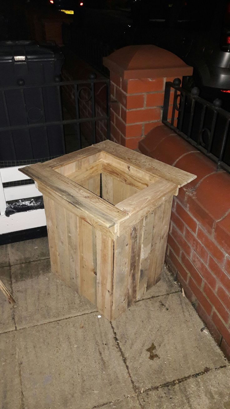 Tree planter made from pallets