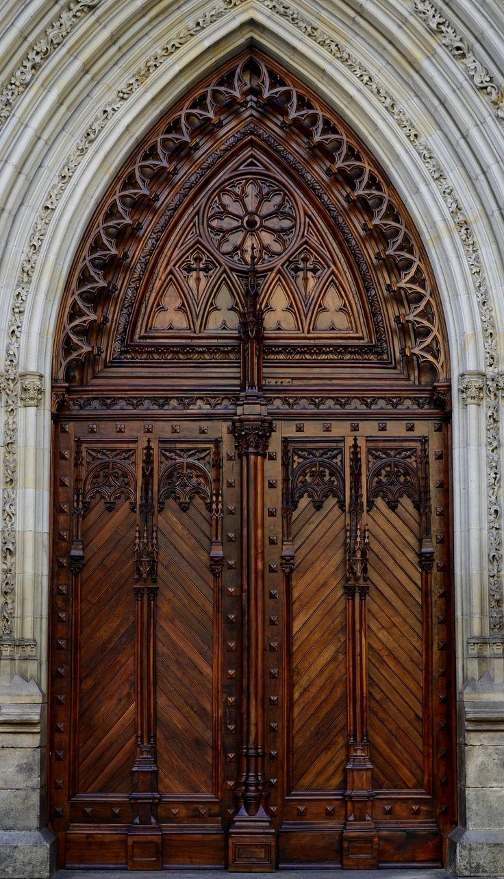 Portal principal de la catedral de Santiago, Bilbao.