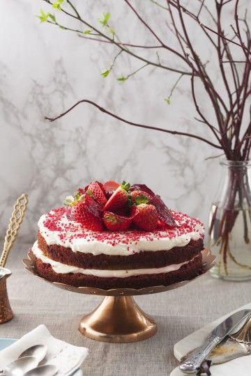 #redvelvet czyli czerwone ciasto to jedno z najmodniejszych wypieków! #delektujemy #redcake #tort #biszkopt
