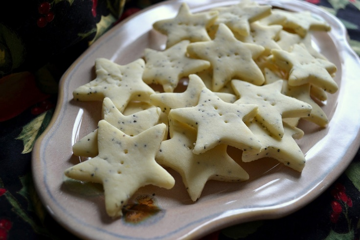 Lemony poppy seed shortbread cookies