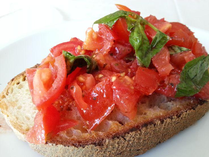 Bruschetta al pomodoro basilico.