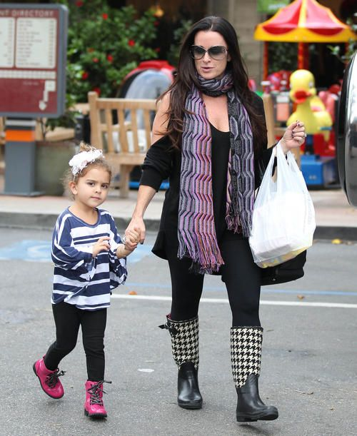 Exclusive... Kyle Richards And Daughter Running Errands In Beverly Hills
