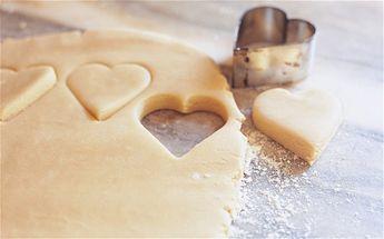 Best Short bread recipe- 1/2 th3 recipe though as it makes LOADS! 200g golden caster sugar, plus more to sprinkle 500g plain flour, plus more to dust 250g cornflour or rice flour Preheat the oven to 170ºC/fan
