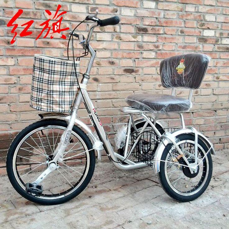 Красный старый трехколесный велосипед путешествия, покупки тренировки для пожилых людей на их собственные прекурсоров трициклы