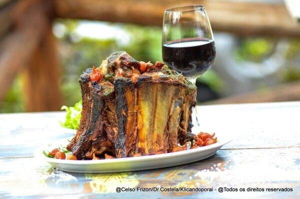 """O """"DR.COSTELA"""" É UM PEDAÇO DO PARAÍSO DISFARÇADO DE RESTAURANTE.  (Segundo o site altasaciedade.com.br) www.drcostela.com.br #drcostela #costelaria #itapecericadaserra #maisvoce #vinho #costela #gastronomia #restaurante #todoseu #revistagula #revistagosto #Cozinha #saopaulo"""