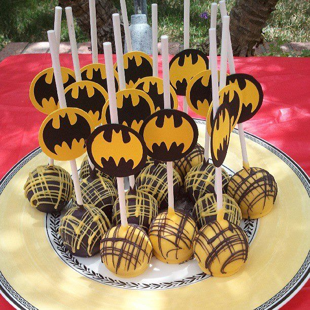 Batman cakepops