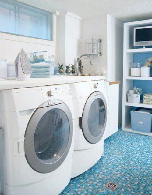 Tabla de planchar grande aprovechando el sobre de lavadora y secadora