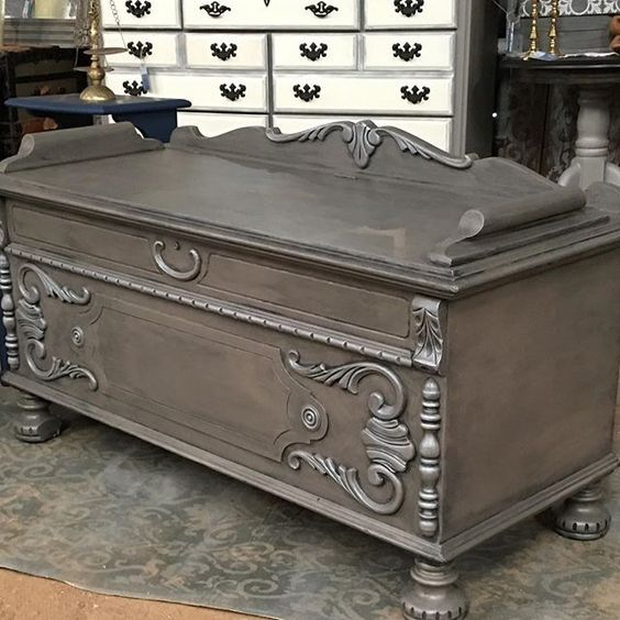 Stunning finish created on this vintage blanket chest by Casa de los Boggans! It started with a base coat in Coco, followed by a Graphite tinted Scumble glaze. The details were dry brushed with a French Linen/Pearl Plaster mix. Finally, Clear Topcoat Sealer was applied for a protective matte finish! Beautiful!