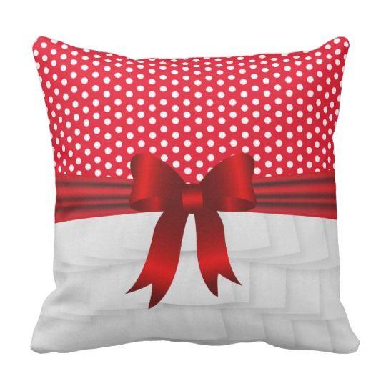 Plissado branco do cetim e arco vermelho com almofada