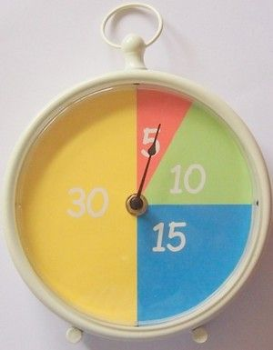 Beelddenkers hebben weinig inzicht in tijd en tijdsverloop. Er zijn verschillende hulp-klokken op de markt maar die zijn best prijzig. Bovendien heb ik nog geen klok gevonden die een relatie heeft met de gewone klok. Aan de slag! Met de minuten-klok krijgen kinderen een beter beeld van tijd. De maat van de minuten-vlakjes correspondeert met …