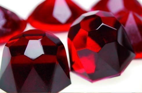 Résine transparente rouge rubis