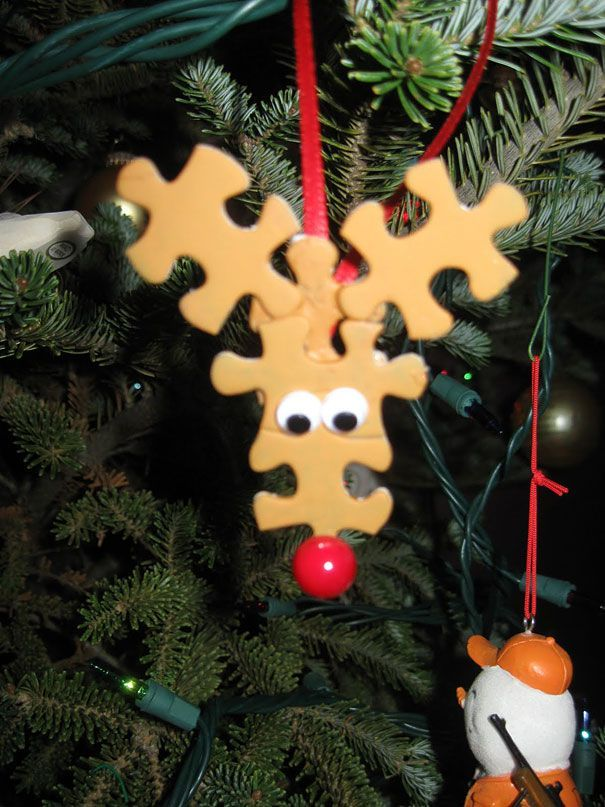 Adorable DIY reindeer ornaments using puzzle pieces! No more throwing away puzzles once the kids lose a few pieces. Great family project for Christmas.