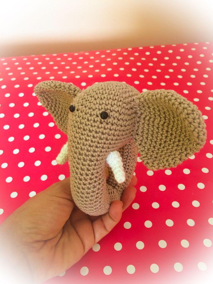 Sonajero amigurumi elefante