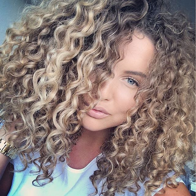 Big Beautiful Blonde curls ✨  #blondecurls #highlights