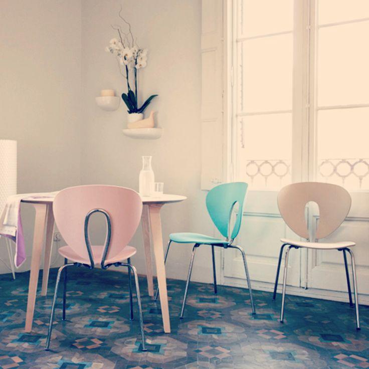 Cadira Globus de @STUA Design Furniture amb nous colors! A @ISMOBLE interiorisme · mobiliari de #Granollers. #disseny #design #cadira #chair #globus #barcelona #diseño #silla