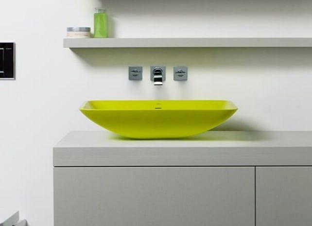 Blu·stone: moderno lavabo de encimera, de Blu Bathworks. La marca canadiense Blu Bathworks produce el lavabo de encimera Blu·stone. Está fabricado en un 80% de cuarcita, y considerado como un sanitario ecológico. Su proceso de producción consume poca energía, apenas tienen desperdicios, y es reciclable. Su diseño posee un moderno desagüe y rebosadero. Disponible en brillo y mate, en varios colores.  #Cuartodebaño, #Sostenibilidad