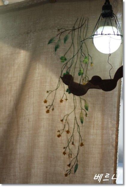 괭이밥은 우리나리 밭이나 길가, 빈터에서 흔히 자라는 꽃이랍니다 높이는 10∼30cm이며 가지를 많이 치고 ...