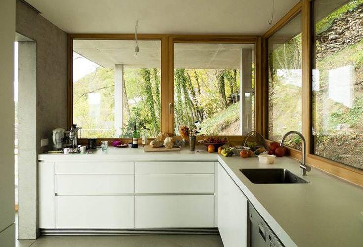 Wohnhaus am Hang, Wyhlen: Modern Küche von GIAN SALIS ARCHITEKT