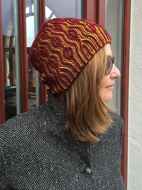 http://www.ravelry.com/patterns/library/ondadolce