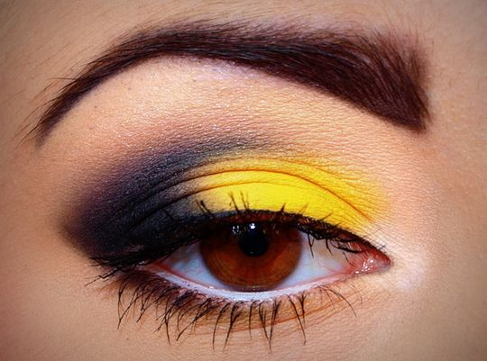 yellow eye makeup #smokeyeye>>>> Hold up, if that's a smokey eye, that's one crappy smokey eye! That's really a cut-crease cat eye.