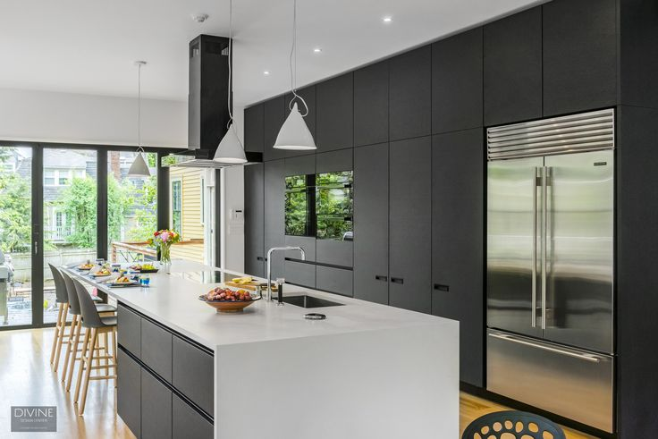 American visionaries, European aesthetics. Black and white done so right with Leicht kitchens, sea-dar construction, and Ruhl Walker architect. And of course, Divine Design + Build / Center