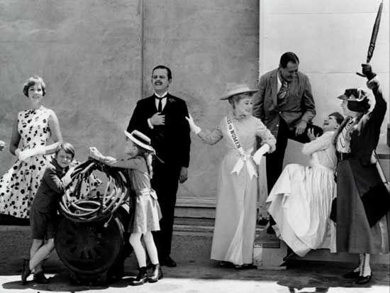 Julie Andrews, Matthew Garber, Karen Dotrice, David Tomlinson, Glynis Johns, Arthur Treacher, Hermione Baddeley and Elsa Lanchester during the production of Mary Poppins.