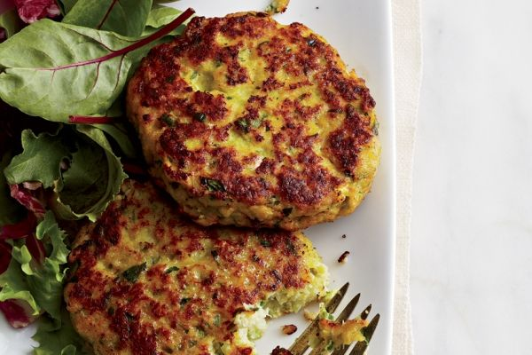http://www.canadianliving.com/food/white_fish_cakes_with_lemon_chili_mayo.php?utm_source=newsletter&utm_medium=email&utm_campaign=dinnerclub_01Nov2013