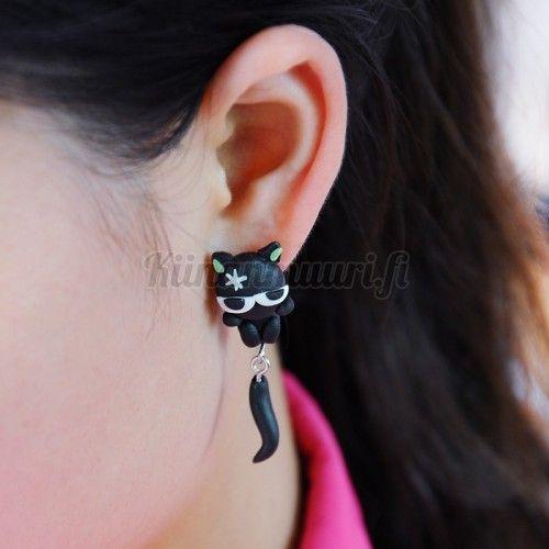 Söpöt mustat kissa korvakorut
