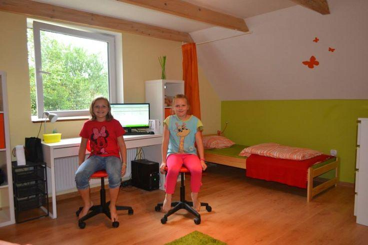 Sara i Lilia - pewne siebie, szczęśliwe czekają na 1 września.