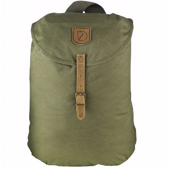 Fjällräven Greenland Backpack Small Green: Simple, robust and comfortable everyday backpack in timeless Fjällräven style. This model was inspired by one of Fjällräven's many loyal users, who redesigned his worn out Greenland jacket into a bag he could use on his kick-sled.