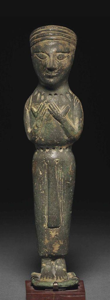 AN IBERIAN BRONZE FEMALE VOTARY - CIRCA LATE 6TH-EARLY 5TH CENTURY B.C.