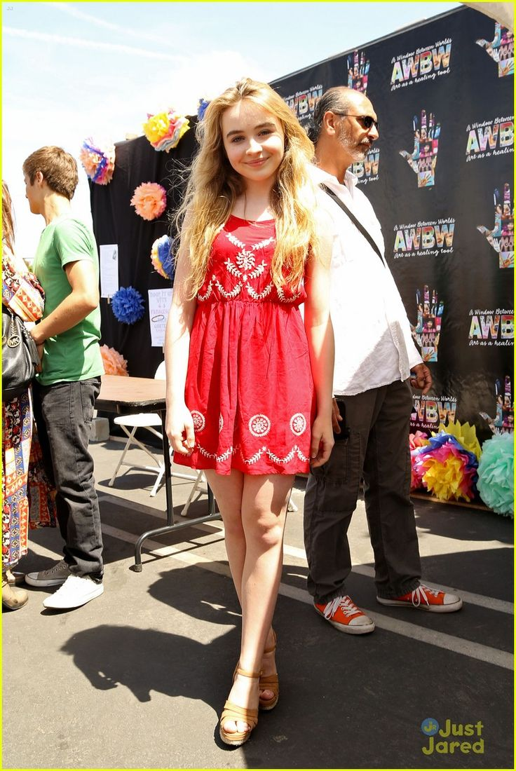 Sabrina Carpenter at the 2014 Art in the Afternoon Family Festival held at the Venice Skills Center!