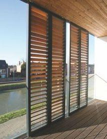 Colt Ellisse - Zonweringpanelen met afsluitbare houten lamellen in een raamconstructie: http://www.coltinfo.nl/elisse.html