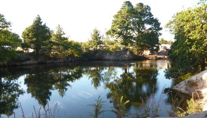 Un bel étang de pêche au Camping L'Eden **** – La Baule Escoublac (Loire-Atlantique)