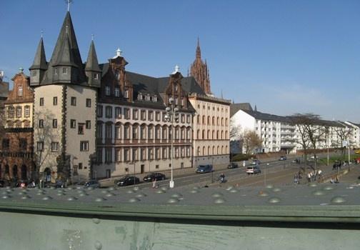 E' il centro finanziario della Germania, Francoforte sul Meno è piena di novità, vita e mostra il suo lato antico e moderno ad ogni passo... http://www.marcopolo.tv/europa----/francoforte-una-passeggiata-in-germania