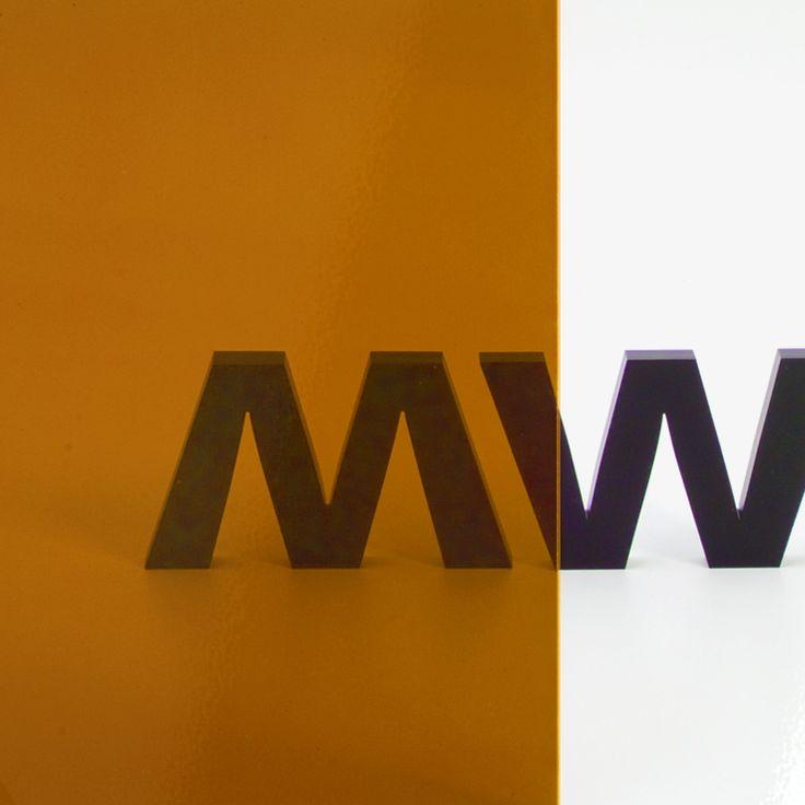 METACRILATO TRANSPARENTE FLUORESCENTE NARANJA - Gama de metacrilatos fluorescentes completamente transparentes en cinco colores distintos: amarillo, azul, fucsia, naranja y verde y 3 mm de grosor.